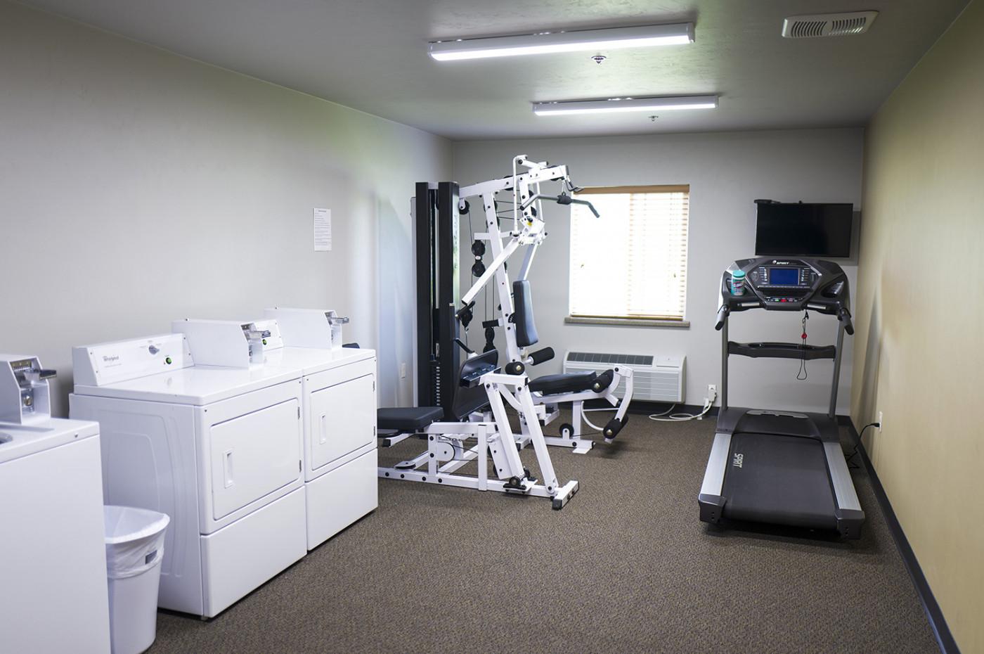 Kings_UW-FoxValley_FoxVillage_laundry_fitnessroom_1500.jpg